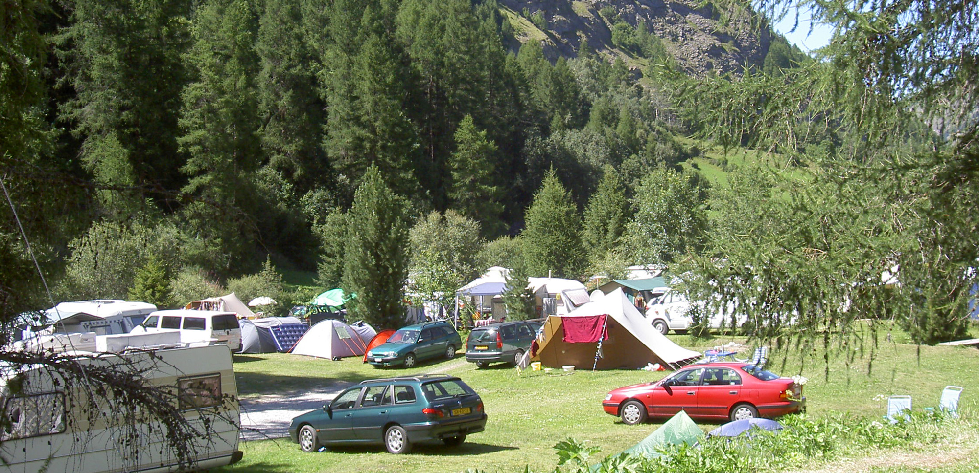 Emplacements de camping tente et voiture